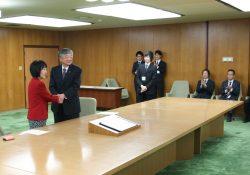 左より北海道 高橋知事、全木協 青木理事長
