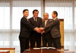 左より馬場代表・船元執行委員長・広瀬知事・小川専務理事