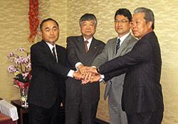 左より新町会長、青木理事長、河野宮崎県知事=知事室